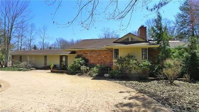 Pepper Pike Single Family Home For Sale: 24 Hunting Hollow Dr