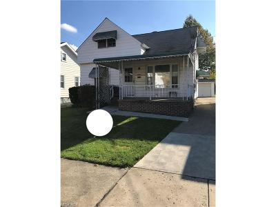 Maple Heights Single Family Home For Sale: 5305 Kohout St