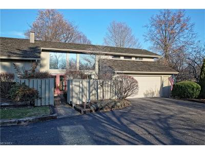 Aurora Condo/Townhouse For Sale: 401 Knollwood Dr