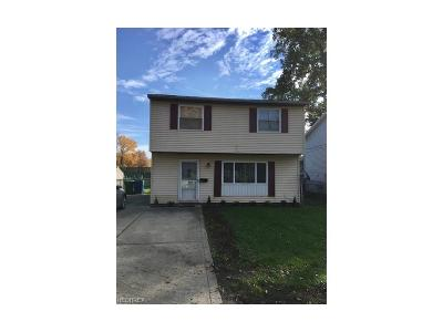 Mentor-On-The-Lake Single Family Home For Sale: 5625 Chagrin Dr
