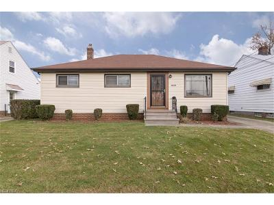 Maple Heights Single Family Home For Sale: 16209 Mendota Ave