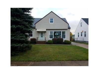 Garfield Heights Single Family Home For Sale: 5711 East 139th St