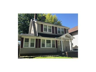 Garfield Heights Single Family Home For Sale: 10616 Edgepark Dr