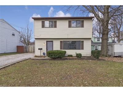 Mentor-On-The-Lake Single Family Home For Sale: 5714 Chagrin Dr