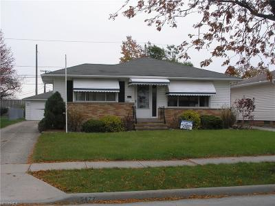 Maple Heights Single Family Home For Sale: 5477 East 141st St