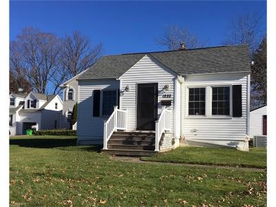Mayfield Heights Single Family Home For Sale: 1233 Summit Dr