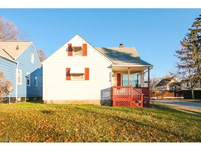 Maple Heights Single Family Home For Sale: 5579 Oakwood Ave