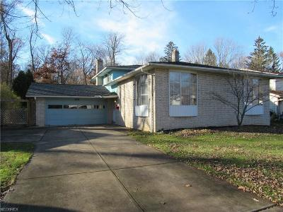 North Olmsted Single Family Home For Sale: 4944 Hampton Dr