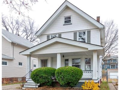 Lakewood Single Family Home For Sale: 17453 Woodford Ave