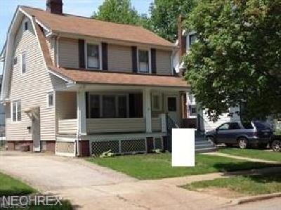 Lakewood Single Family Home For Sale: 1584 Parkwood Rd