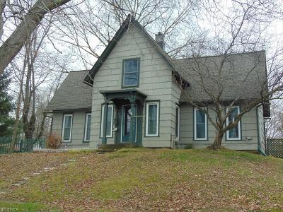 Garrettsville Single Family Home For Sale: 8121 Maple Ave