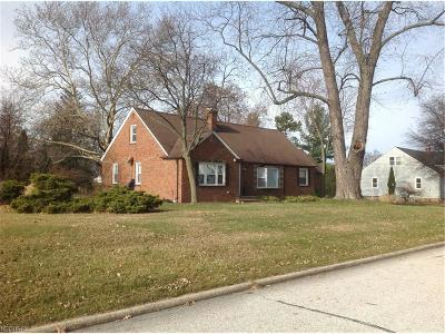 Euclid Single Family Home For Sale: 1722 Sherwood Blvd