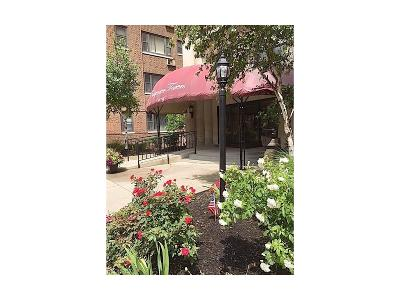 Lakewood Condo/Townhouse For Sale: 11720 Edgewater Dr #319