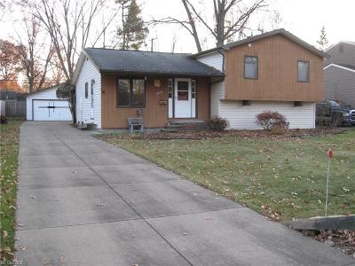 Olmsted Falls Single Family Home For Sale: 26445 Redwood Dr