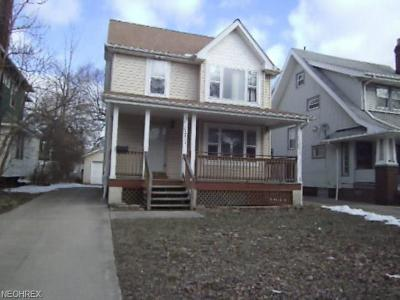 Cleveland Single Family Home For Sale: 11711 Castlewood Ave