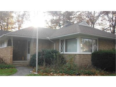 Cuyahoga County Single Family Home For Sale: 23501 Effingham Blvd