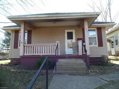 Single Family Home For Sale: 1390 Playford Ave