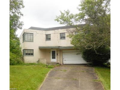 Youngstown Single Family Home For Sale: 4866 Brookwood Rd