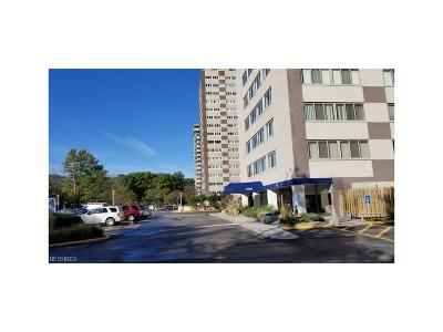 Lakewood Condo/Townhouse For Sale: 12520 Edgewater Dr #401