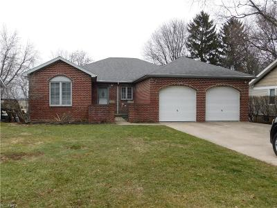 North Olmsted Single Family Home For Sale: 25800 Kennedy Ridge Rd