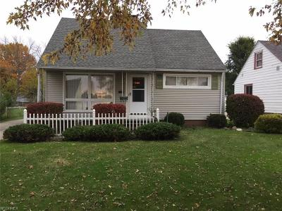 Maple Heights Single Family Home For Sale: 15309 Walvern Blvd
