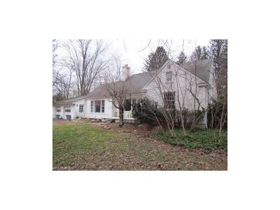 Geauga County Single Family Home For Sale: 13900 Watt Rd