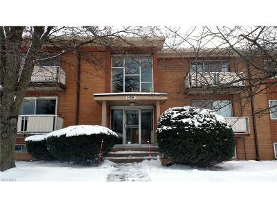 Rocky River Condo/Townhouse For Sale: 21999 River Oaks Dr #F5