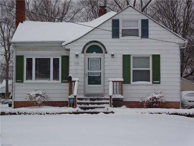 Mayfield Heights Single Family Home For Sale: 1120 Mayfield Ridge Rd