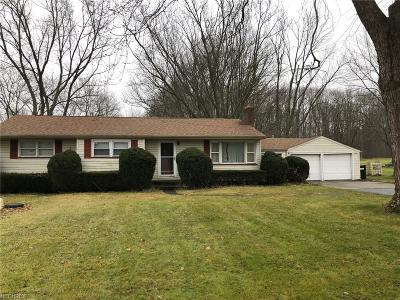 Newton Falls Single Family Home For Sale: 880 State Route 534 Northwest