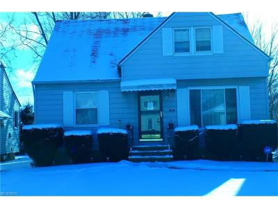 Maple Heights Single Family Home For Sale: 15508 Edgewood Ave