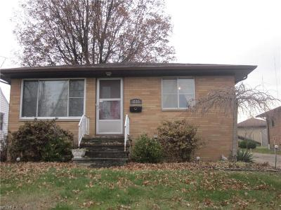 Parma Single Family Home For Sale: 1523 Grantwood Dr