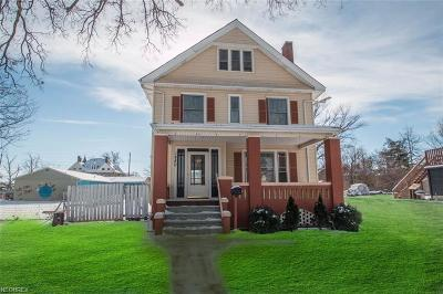 Lorain Single Family Home For Sale: 1880 East 31st St
