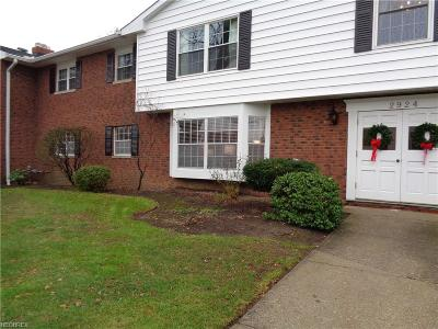 Rocky River Condo/Townhouse For Sale: 2924 Pease Dr #114