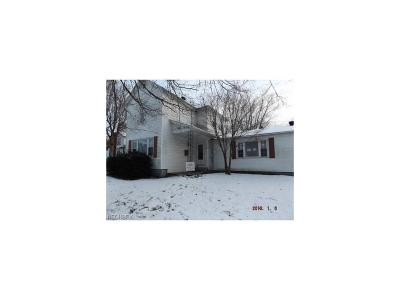 Roseville Single Family Home For Sale: 173 Cheney St