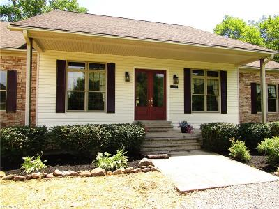 Geauga County Single Family Home For Sale: 14015 Patriot Dr