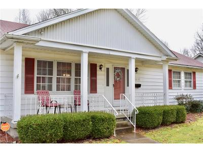 Youngstown Single Family Home For Sale: 3577 Staunton Dr