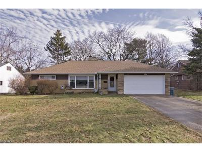 Richmond Heights Single Family Home For Sale: 587 Meadowlane Dr