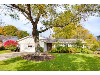 Lyndhurst Single Family Home For Sale: 5387 Meadow Wood Blvd