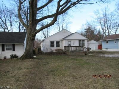 Lake County Single Family Home For Sale: 33937 Iris Ln