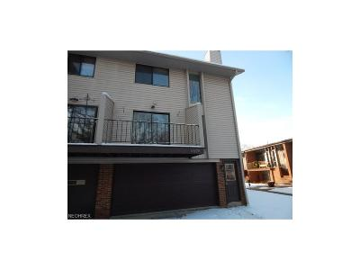 Strongsville Condo/Townhouse For Sale: 11479 Pearl Rd #A101