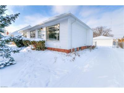 Parma Single Family Home For Sale: 2800 Hilltop Dr