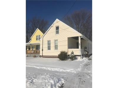 Lorain Single Family Home For Sale: 721 East 33rd St
