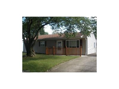 Elyria Single Family Home For Sale: 847 Purdue Ave