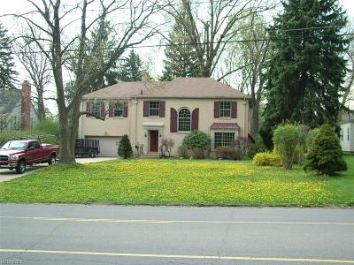 Youngstown Single Family Home For Sale: 39 Gypsy Ln