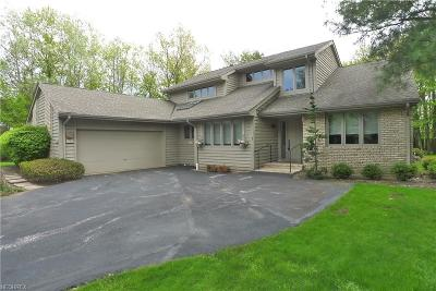 Beachwood Single Family Home For Sale: 1 Strawbridge Ct