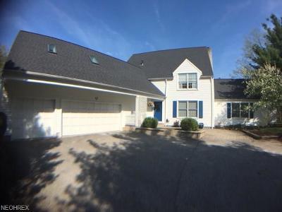Aurora Single Family Home For Sale: 333 Rainbows End