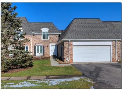Moreland Hills Condo/Townhouse For Sale: 34114 Chagrin Blvd #8105
