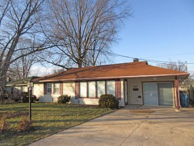Parma Heights Single Family Home For Sale: 8852 West Ridgewood Dr
