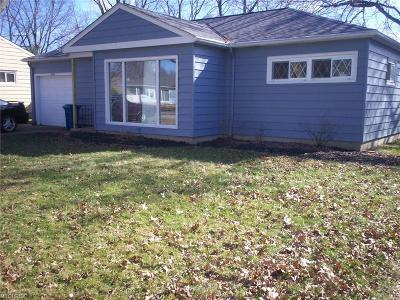 Parma Heights Single Family Home For Sale: 8963 Lynnhaven Rd