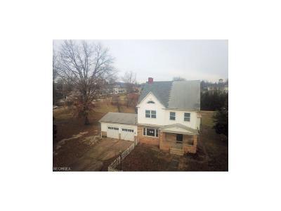 Belpre Single Family Home For Sale: 310 Blennerhassett Ave